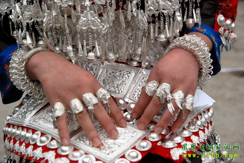 传承苗族手工艺,自己设计,手工制作,苗族各种纯银手镯,项链,吊坠,胸花